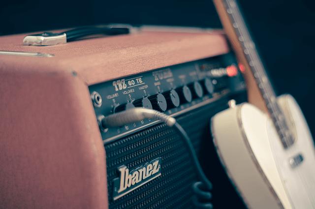 Ibanez Gitarre und Verstärker