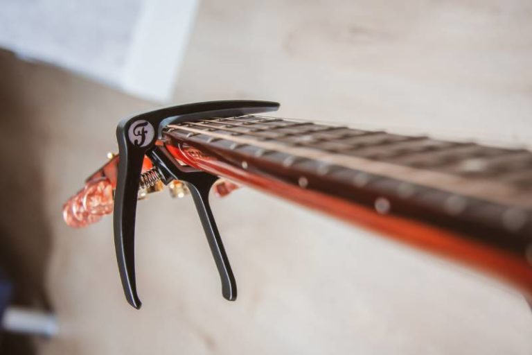 Kapodaster für Gitarre